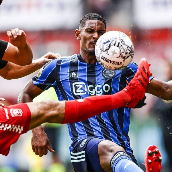 Puntverlies voor regerend kampioen Ajax in Enschede