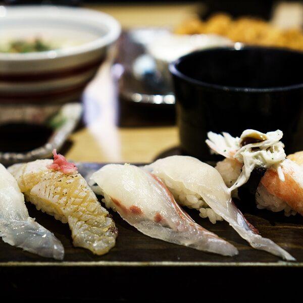 Lijkt de sushi die wij hier eten nog een beetje op het origineel?