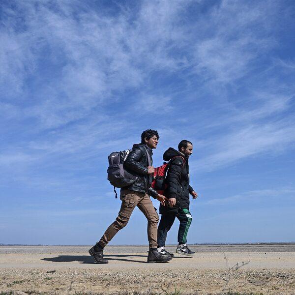 Politie, drones en een muur om de Griekse grens te bewaken: waar zijn de migranten?