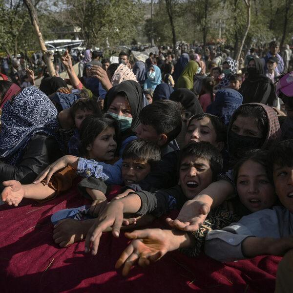 Weis probeert zijn vrouw uit Afghanistan te krijgen: 'Het is verschrikkelijk hier'