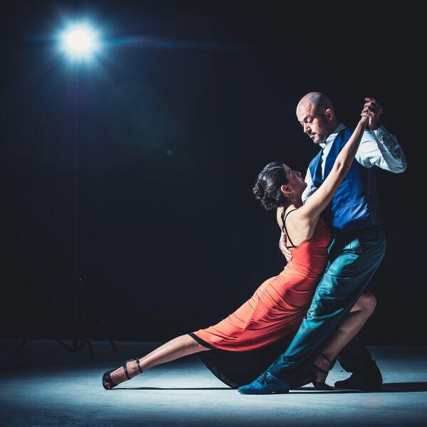 Seksuele intimidatie en machtsmisbruik in de latin dance-wereld