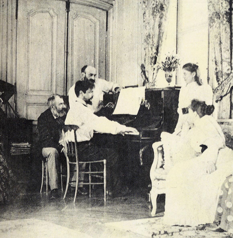 Claude debussy aan de piano 1893 wikimedia commons