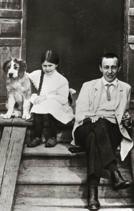 Rachmaninov dochter irina hond ivanovka 1912 wikimedia commons