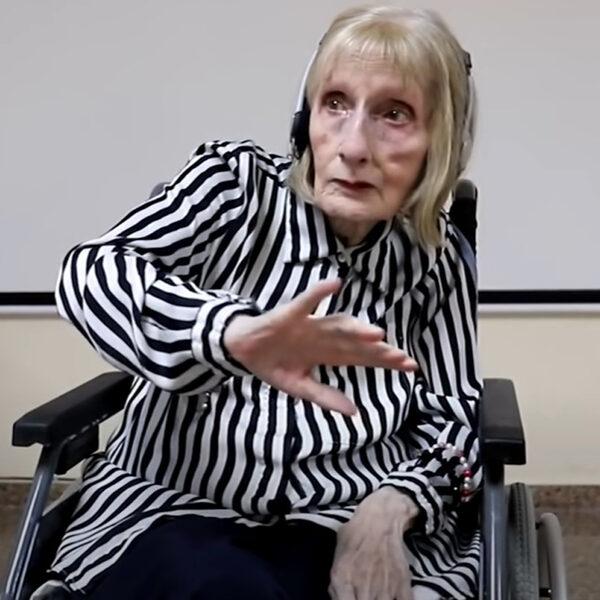 Ballerina met Alzheimer herinnert zich routine Tsjaikovski's Zwanenmeer