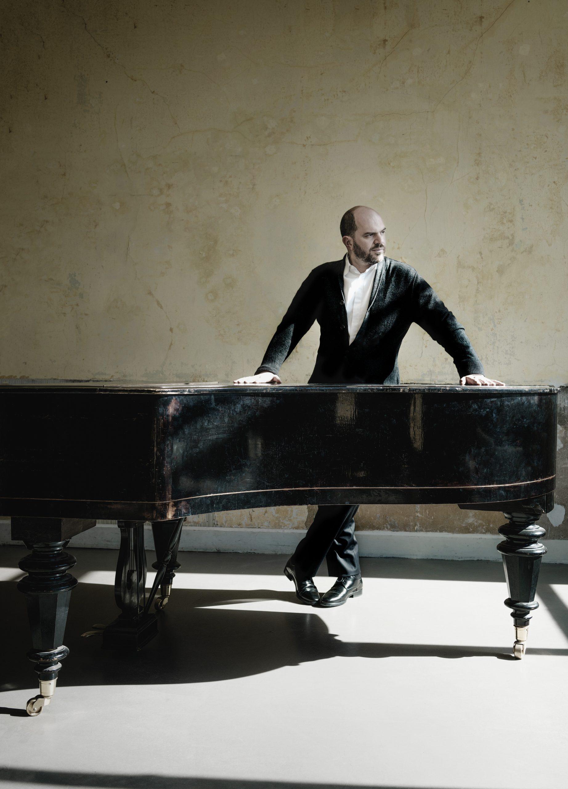 Kirill Gerstein - met piano portret