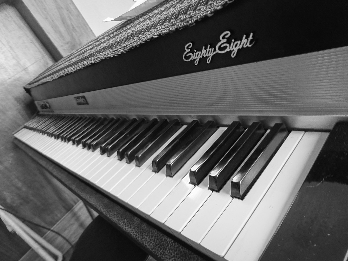 1200px The Rhodes piano also known as the Fender Rhodes interior 88 Key pic bb8