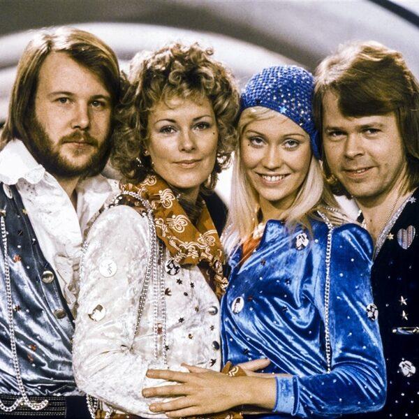 Beluister nieuwe muziek van ABBA